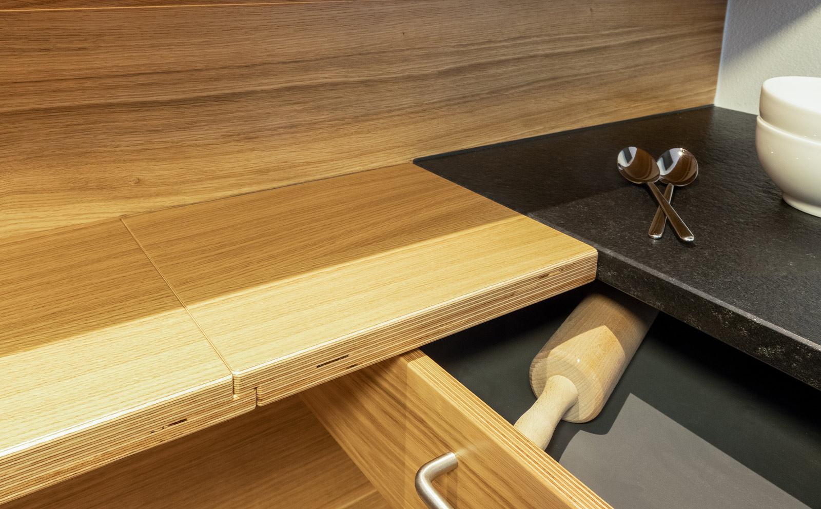 Detaillösung für Schubladen an Arbeitsplatte