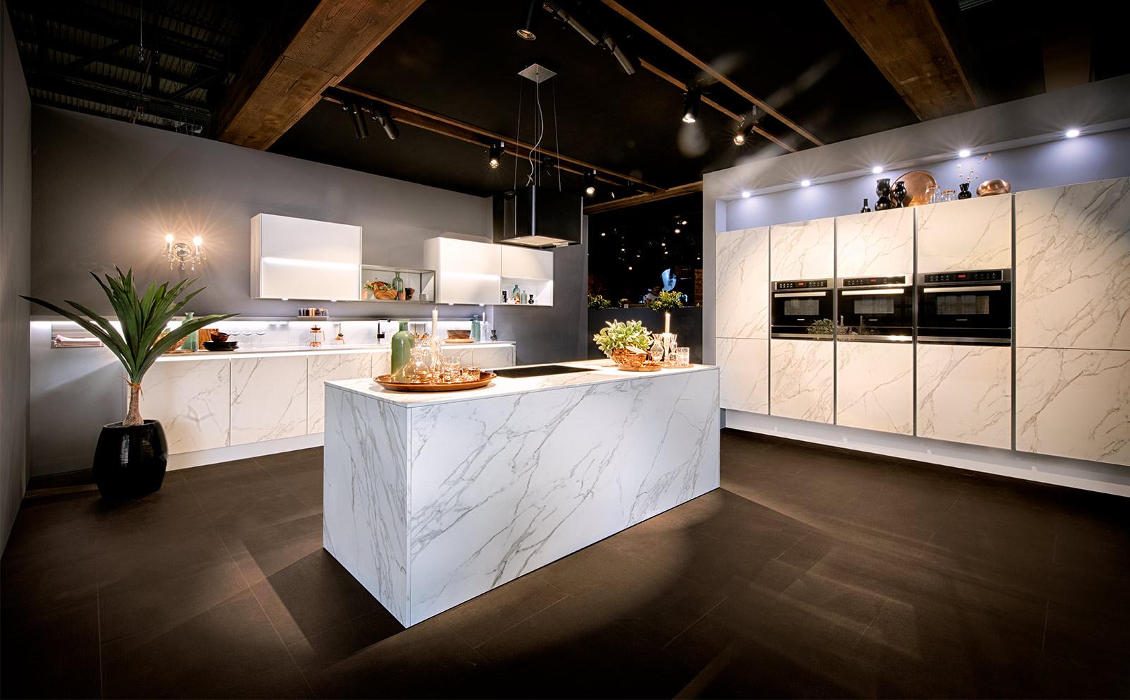 Küche in Marmoroptik