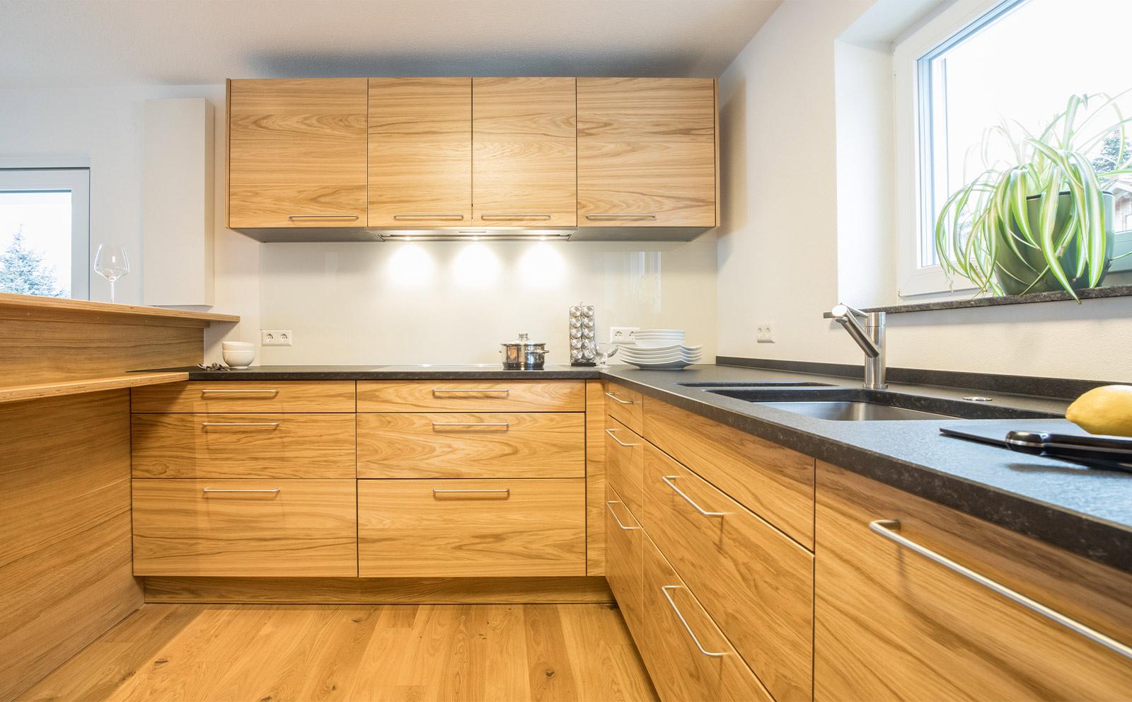 U-Küche in Holz