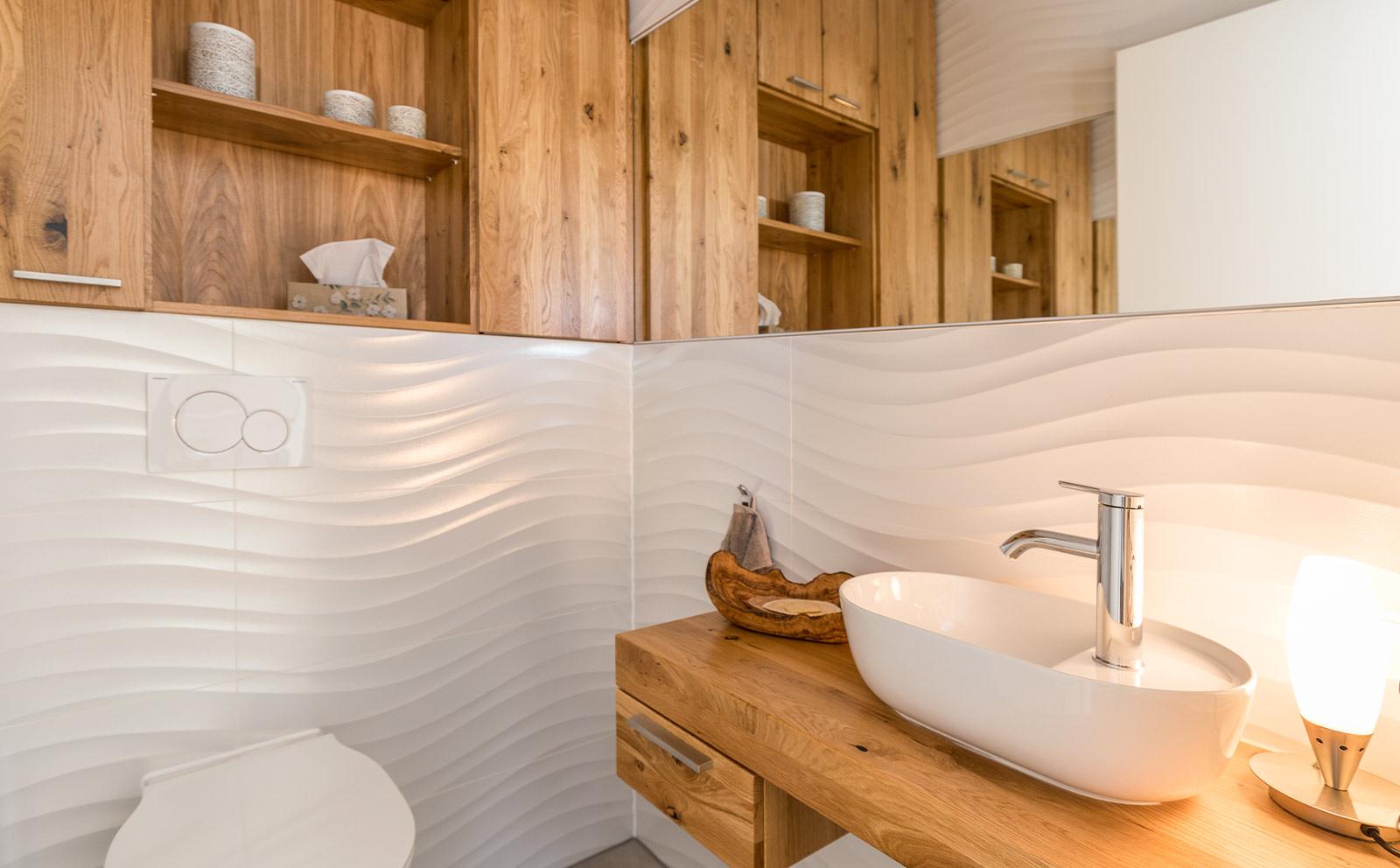 Badschränkchen aus Holz